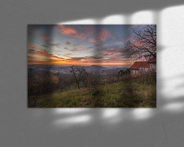 Zonsopkomst bij bergachtig landschap van Marcel Kerdijk