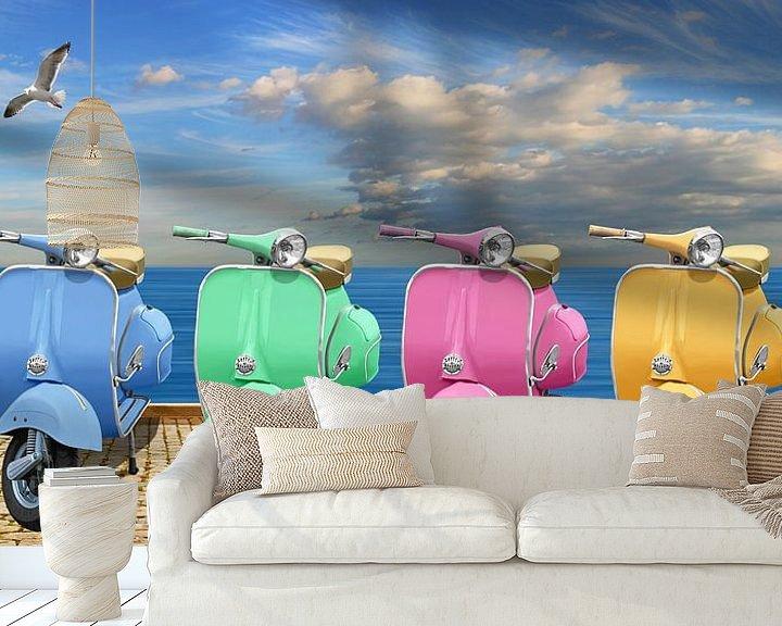 Sfeerimpressie behang: Kleurrijke scooters van Monika Jüngling