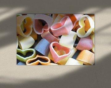 Gekleurde hartjesvormige pasta van Ingrid Bargeman