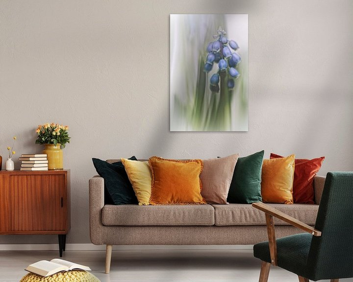 Sfeerimpressie: Grape Hyacinth VII (bloem, blauwe druifjes) van Bob Daalder