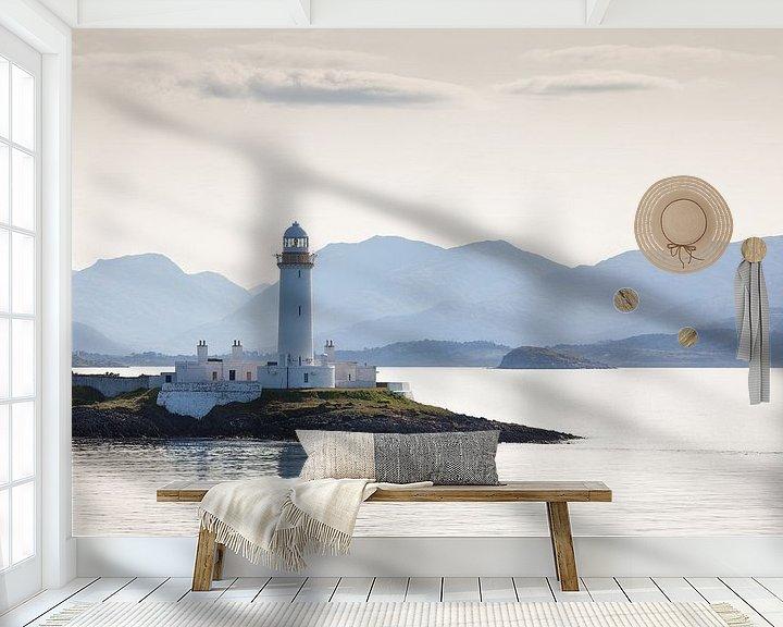 Sfeerimpressie behang: De vuurtoren van Lismore in het ochtendlicht van Peter de Hoog