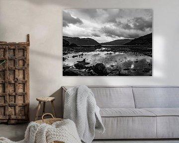 Uitzicht over meer in Schotland von Jacqueline Sinke