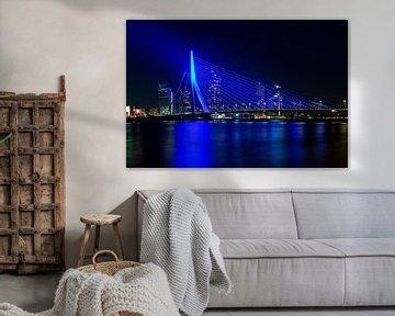 Blaue Erasmus-Brücke in Rotterdam von Anton de Zeeuw