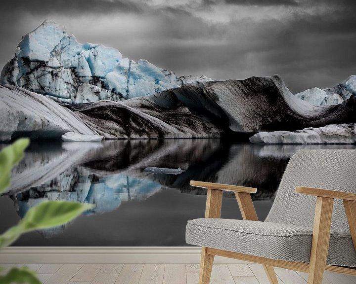 Sfeerimpressie behang: Icebergs in the Jökulsárlón Glacier Lagoon van Martijn Smeets