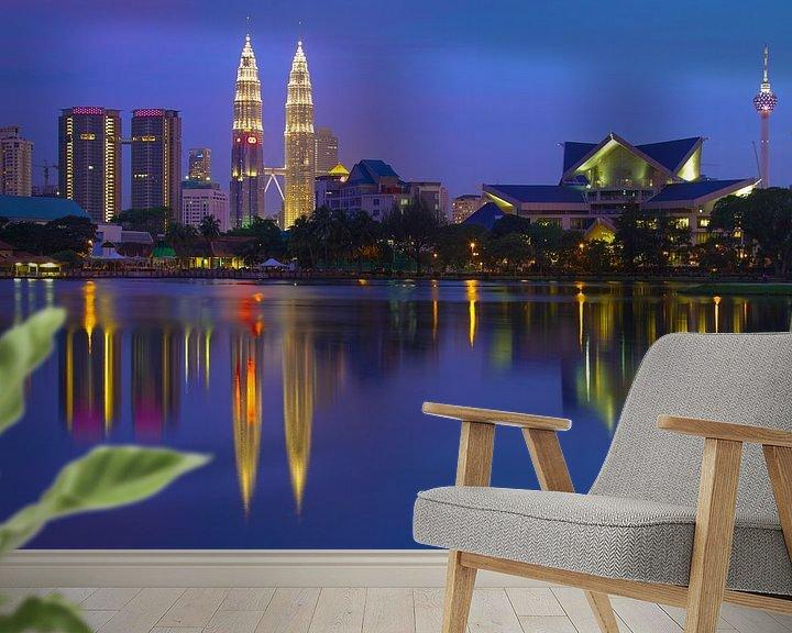 Sfeerimpressie behang: Kuala Lumpur Skyline van Jan van Dasler