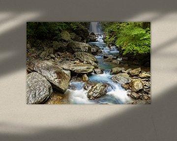 Chute d'eau avec ruisseau