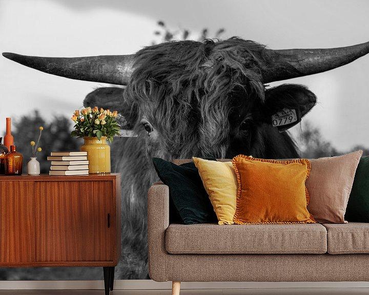 Sfeerimpressie behang: wilde koe van Branca Verheul