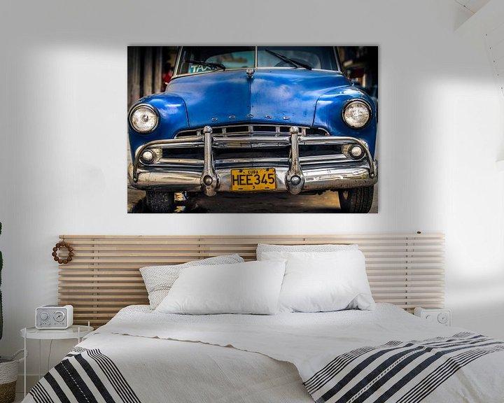 Sfeerimpressie: Klassieke Dodge Coronet 1950 in de straat van Havana, Cuba van Jan van Dasler