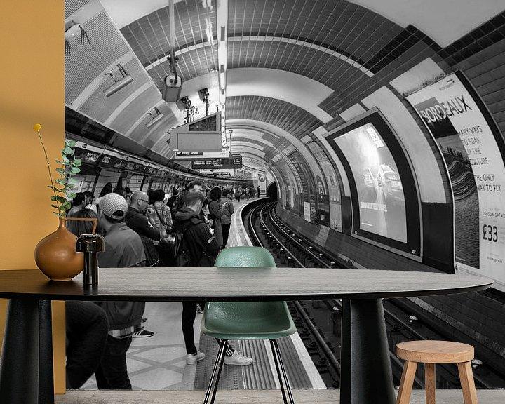 Sfeerimpressie behang: Metrostation Londen, Piccadilly Circus, Verenigd Koninkrijk van Roger VDB