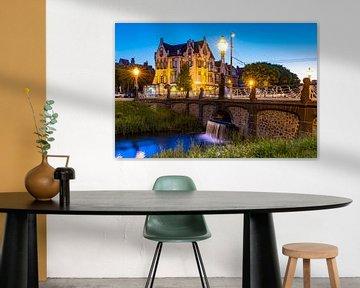 Hotel Molendal Arnhem met waterval in de avond van Arjan Almekinders