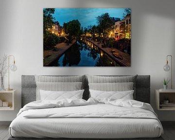 De Oudegracht in Utrecht vanaf de Vollersbrug met in de verte de Domtoren (kleur) van De Utrechtse Grachten