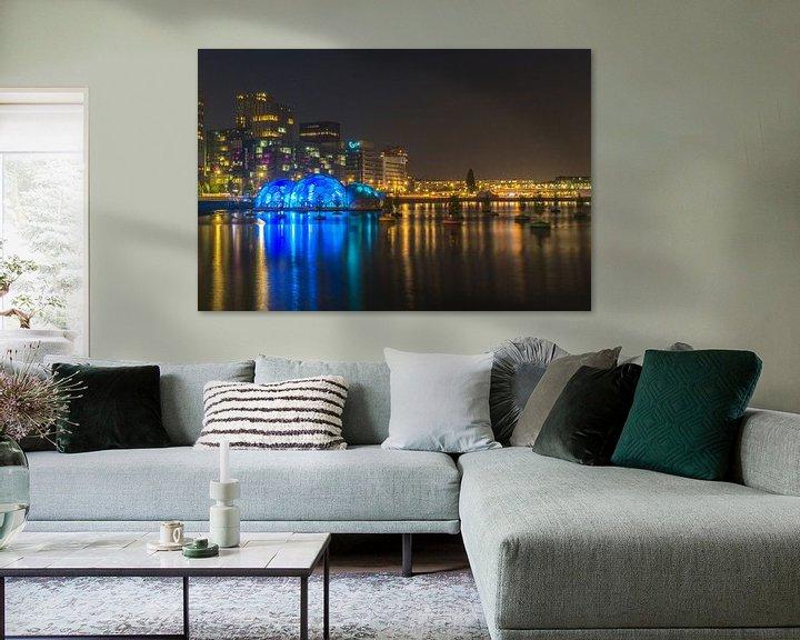 Sfeerimpressie: Blauwe bollen in de Rijnhaven van Leo Luijten