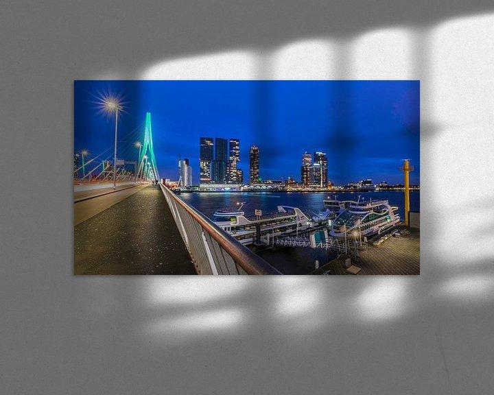 Sfeerimpressie: Avondfoto op de Erasmusbrug in Rotterdam van Kimberly Lans