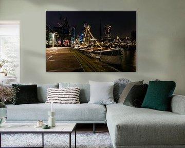 Boot 's nachts in Rotterdam van Kimberly Lans