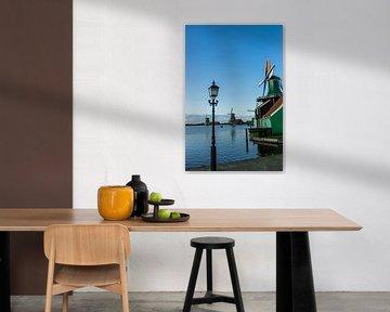 Een typische molen op de Zaanse Schans in Noord-holland van Mike Bot PhotographS