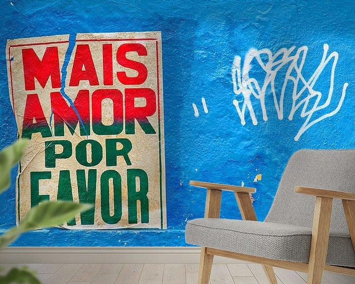 Sfeerimpressie behang: Meer liefde poster in de straten van Rio de Janeiro van Jan van Dasler