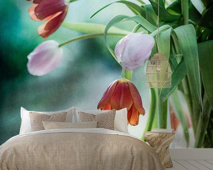 Sfeerimpressie behang: Tulips in decay van Corinna van der Ven