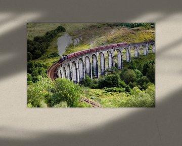 Jacobite stoomtrein op Glenfinnan viaduct in Schotland van Thomas Boudewijn