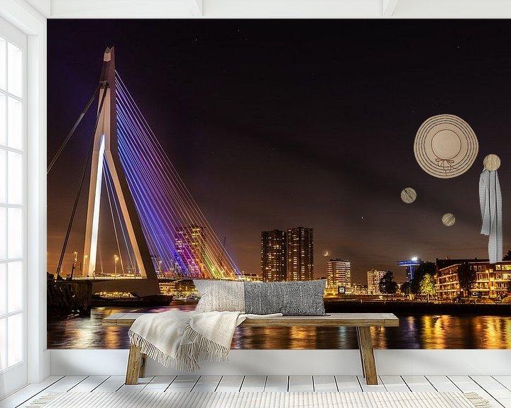 Sfeerimpressie behang: De Erasmusbrug bij nacht van Gerry van Roosmalen
