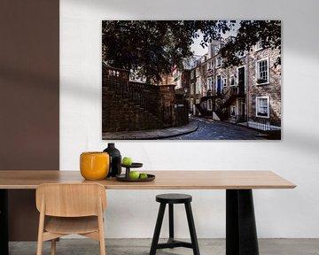 Eine malerische Gasse in Edinburgh von Rebecca Gruppen