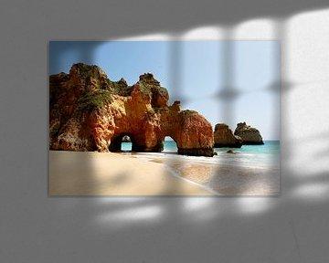Praia dos tres Irmãos - Portugal van Jacqueline Lemmens