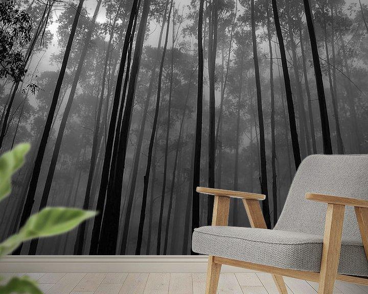 Sfeerimpressie behang: Hoge bomen van Jelle  Beuzekom