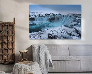 Partly frozen Goðafoss waterfal van Andreas Jansen