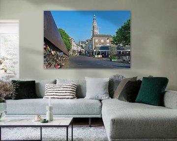 Grote Kerk van Breda, vanaf de Hoge Brug, slotjesbrug van Judith Cool