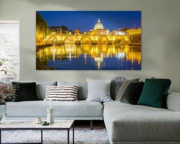 De Ponte Sant-Angelo-brug in Rome bij nacht en de Sint-Pietersbasiliek op de achtergrond van Marc Goldman