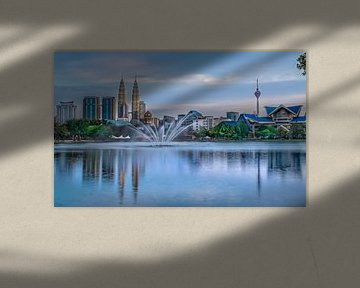 Skyline van Kuala Lumpur tijdens zonsondergang van Jan van Dasler