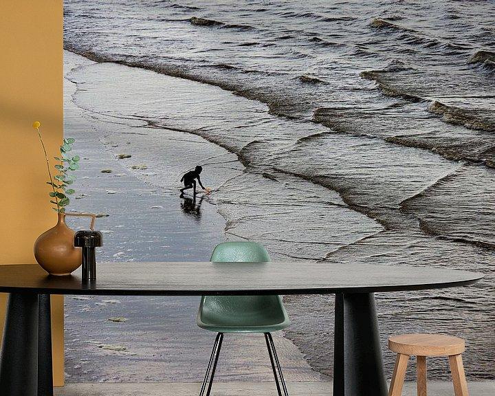 Sfeerimpressie behang: Het kind en de zee van Rob De Jong