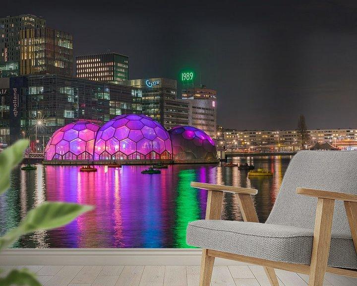 Sfeerimpressie behang: Paviljoen Rijnhaven in de avond sfeervol verlicht van Leo Luijten