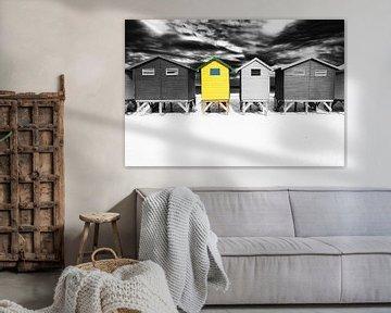 Geel strandhuis van Heleen van de Ven
