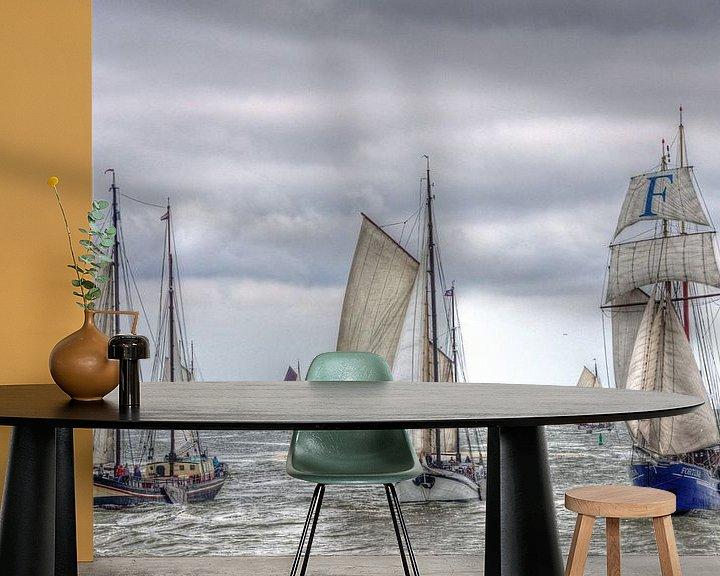 Sfeerimpressie behang: Zeilschepen op de Waddenzee richting Harlingen van Watze D. de Haan