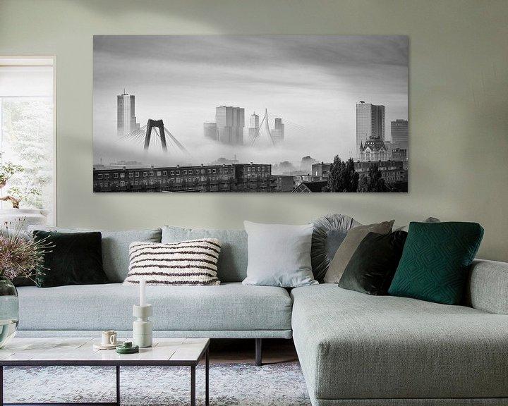 Sfeerimpressie: Skyline van Rotterdam in de mist van Mark De Rooij