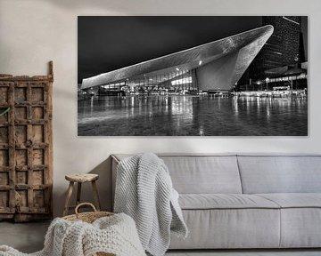 Avondfoto Rotterdam Centraal Station in zwart-wit van Mark De Rooij