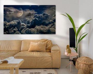 Onweer en maan van Jan van der Knaap