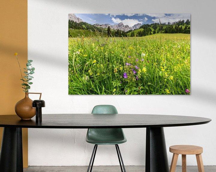 Sfeerimpressie: Bloemenweide in de bergen van Coen Weesjes