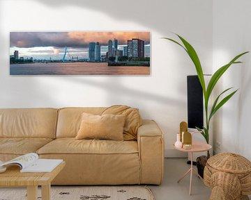 Panoramafoto van Rotterdam met de Erasmusbrug. van Leo Luijten