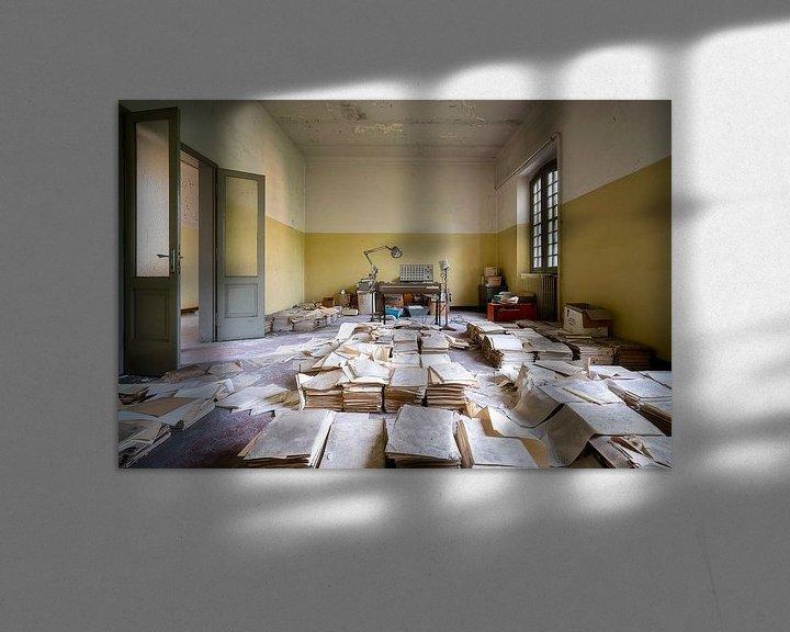 Sfeerimpressie: Verlaten Kamer met Dossiers. van Roman Robroek