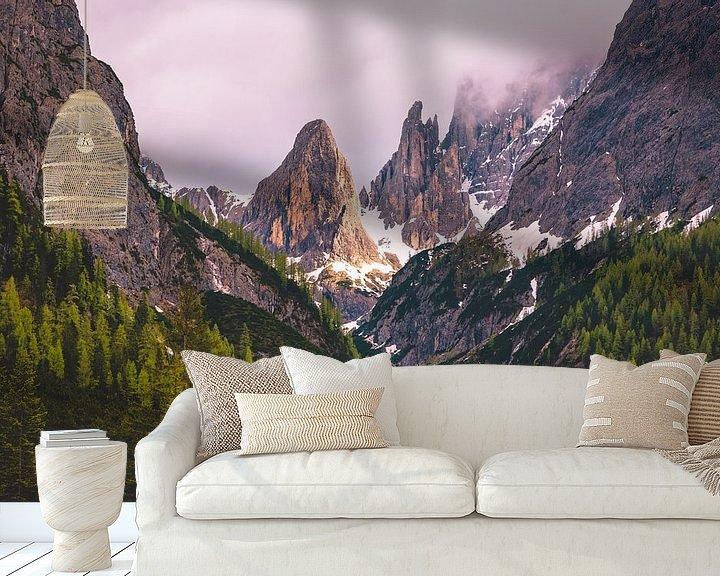 Sfeerimpressie behang: Light in the valley van michael regeer