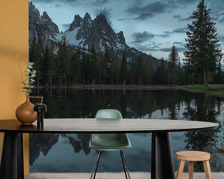 Sfeerimpressie behang: Dolomites lake reflections van michael regeer