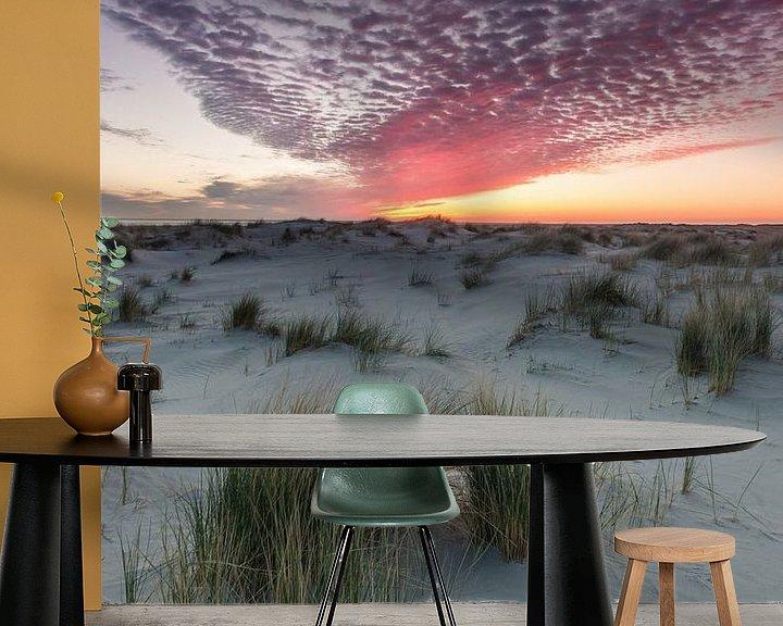 Sfeerimpressie behang: Zonsopkomst boven de duinen van Schiermonnikoog van Martzen Fotografie