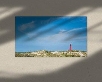 Der rote Leuchturm von Schiermonnikoog auf den Dünen von Martzen Fotografie