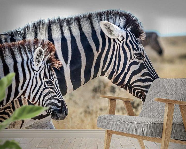 Sfeerimpressie behang: Schitterende Zebra's op Afrikaanse vlaktes van Original Mostert Photography