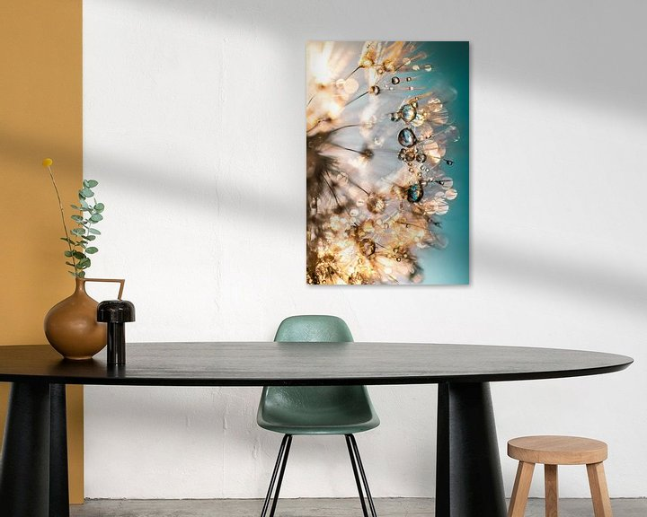 Sfeerimpressie: Paardenbloem Dauw Druppels van Julia Delgado