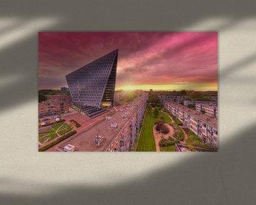 Stadskantoor Gemeente Den Haag tijdens zonsondergang von Rob Kints