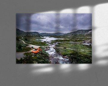Noorwegen woest wild landschap met graafwagen