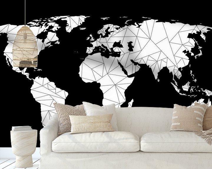 Sfeerimpressie behang: Wereldkaart Geometrisch   Zwart van Wereldkaarten.Shop