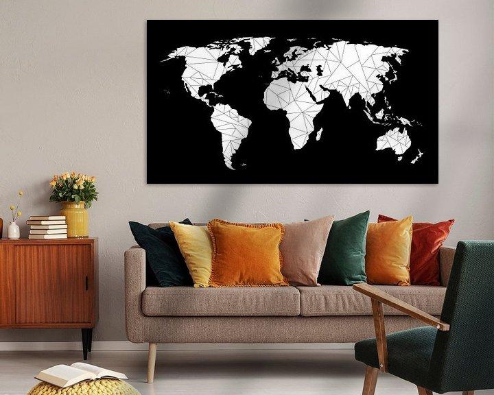 Sfeerimpressie: Wereldkaart Geometrisch   Zwart van Wereldkaarten.Shop